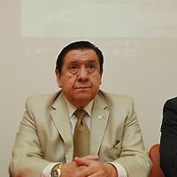 Toluca, México.- Leopoldo  García Pichardo, Presidente del Consejo Patronal del Estado de México, durante el anuncio de que del 3 al 5 de octubre se llevará a cabo la Primera Cumbre Nacional de Empresarios Jóvenes. Agencia MVT / Crisanta Espinosa