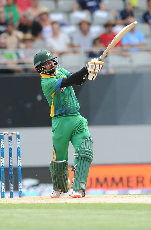 Pakistan's Mohammad Hafeez hitting out against New Zealand n the 3rd ODI International Cricket match at Eden Park, Auckland, New Zealand, Sunday, January 31, 2016. Credit:SNPA / Ross Setford
