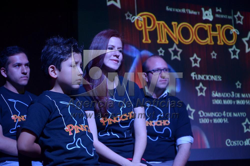 Toluca, México.- Elenco de la Obra de Teatro Pinocho, durante la conferencia de prensa, donde anunciaron que se llevará acabo los días 3 y 4 de Mayo en el teatro de Metepec. Agencia MVT / Arturo Hernández S.