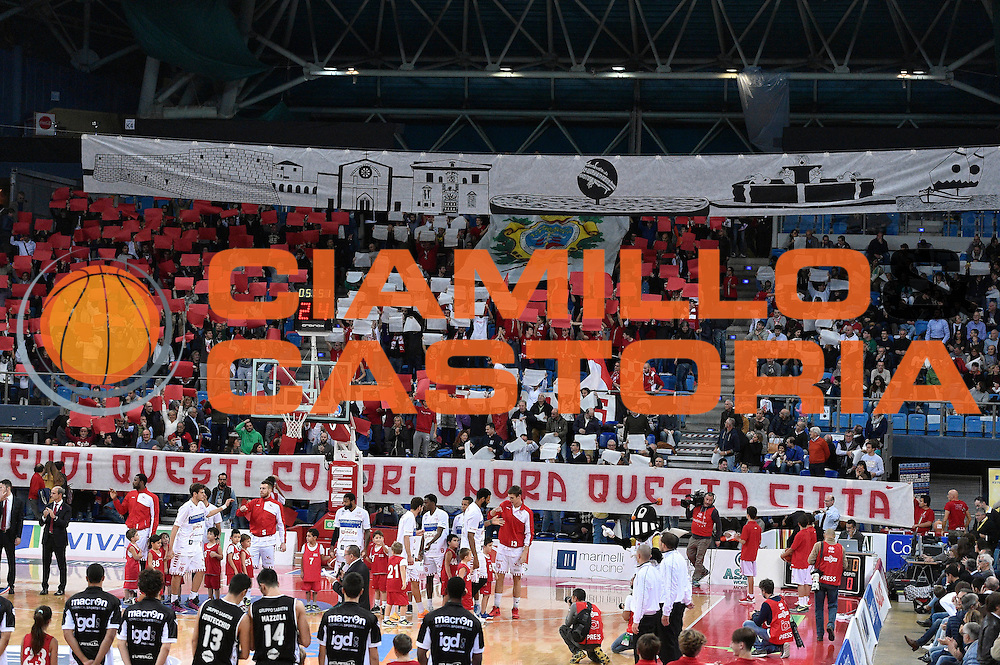 DESCRIZIONE : Pesaro Lega A 2015-16 Consultinvest Pesaro - Obiettivo Lavoro Bologna<br /> GIOCATORE : tifosi<br /> CATEGORIA : tifosi<br /> SQUADRA : Consultinvest Pesaro<br /> EVENTO : Campionato Lega A 2015-2016<br /> GARA : Consultinvest Pesaro - Obiettivo Lavoro Bologna<br /> DATA : 25/10/2015<br /> SPORT : Pallacanestro <br /> AUTORE : Agenzia Ciamillo-Castoria/GiulioCiamillo<br /> Galleria : Lega Basket A 2015-2016 <br /> Fotonotizia : Pesaro Lega A 2015-16 Consultinvest Pesaro - Obiettivo Lavoro Bologna<br /> Predefinita :
