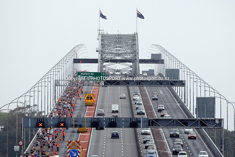 Participants make their way over the Harbour Bridge.<br />