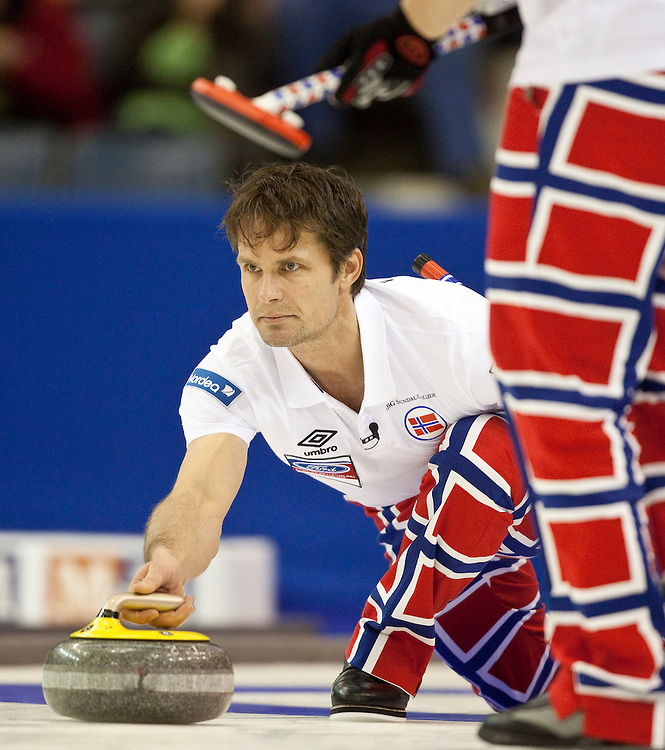 Norwegian skip Thomas Ulsrud delivers a rock during Norway's 7-6 loss to Scotland in the semi-final at the Ford World Men's Curling Championships in Regina, Saskatchewan, April 9, 2011. The Scottish team will face Canada in the final Sunday.<br /> AFP PHOTO/Geoff Robins