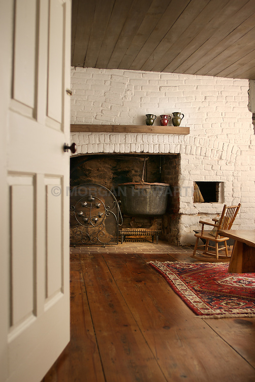 5503_Burling_Old_Fireplace_Hearth