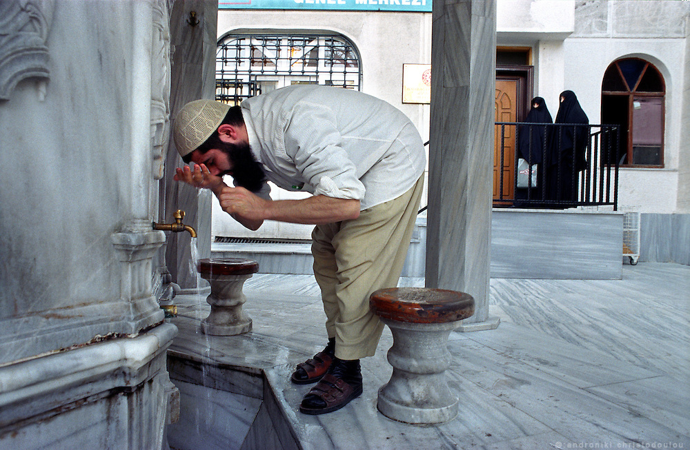 "Washing before entering a Moque, in the ""Islamic area Tsarsaba"" in Fatih..ISTANBUL, Androniki Christodoulou/WorldPictureNews"