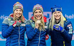 02.03.2019, Seefeld, AUT, FIS Weltmeisterschaften Ski Nordisch, Seefeld 2019, Langlauf, Damen, Massenstart 30 km, Siegerehrung, im Bild v.l. Silbermedaillengewinnerin Ingvild Flugstad Oestberg (NOR), Weltmeisterin und Goldmedaillengewinnerin Therese Johaug (NOR), Bronzemedaillengewinnerin Frida Karlsson (SWE) // f.l. Silver medalist Ingvild Flugstad Oestberg of Norway World champion and Gold medalist Therese Johaug of Norway Bronce medalist Frida Karlsson of Sweden during the winner ceremony for the ladie's Mass start 30 km competition of the FIS Nordic Ski World Championships 2019. Seefeld, Austria on 2019/03/02. EXPA Pictures © 2019, PhotoCredit: EXPA/ Stefan Adelsberger