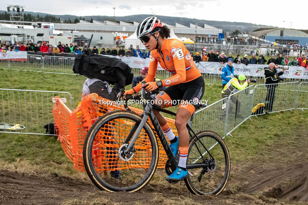 20190201: UCI CX Worlds : Dübendorf: Ceylin del Carmen Alvarado on the way to her first elite title