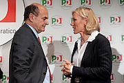 2013/01/24 Roma, il PD presenta i candidati alle politiche provenienti dal mondo dello sport. Nella foto Pier Luigi Bersani e Josefa Idem..Democratic Party presents its candidates coming from sports world. In the picture Pier Luigi Bersani and Josefa Idem