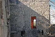 Erice: dettaglio del castello di Venere di fattura normanna del XII sec., costruito su una rupe   sulle rovine di un tempio elimo-fenicio-romano.<br /> Erice: detail of  Venus castle built by Normans in 12th century upon the ruins of a former elimo-Phoenician-Roman temple