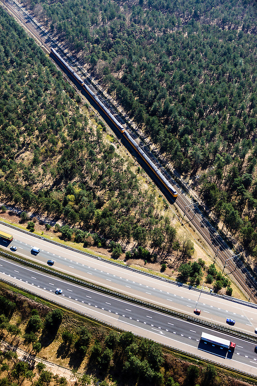 Nederland, Gelderland, Veluwe, 01-05-2013; Kruising snelweg A28 met spoorlijn Zwolle Amersfoort.<br /> Crossing motorway A28 to railway Amersfoort-Zwolle.<br /> luchtfoto (toeslag op standard tarieven)<br /> aerial photo (additional fee required)<br /> copyright foto/photo Siebe Swart