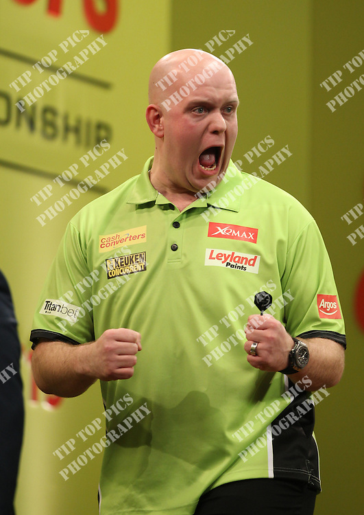 PDC PLAYERS CHAMPIONSHIP 2015  , PDC, DARTS, PRO DARTS,PIC:CHRIS SARGEANT,DAVE CHISNALL,MICHAEL VAN GERWEN
