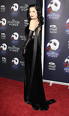 NOV 28 2013 Hamburg: Phantom of the Opera Premiere