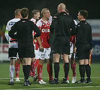 Fotball <br /> Adeccoligaen<br /> AKA Arena , Hønefoss <br /> 20.09.09<br /> Hønefoss BK  v Bryne  1-1<br /> <br /> Foto: Dagfinn Limoseth, Digitalsport<br /> Leif Otto Paulsen  , Bryne var borte å snakket til dommer Trond Døvle , Svarstad IL etter kampen.