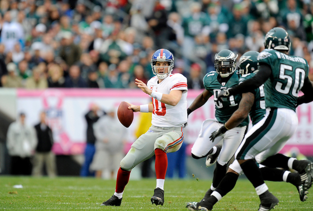 PHILADELPHIA - NOVEMBER 01: Eli Manning #10 of the New York Giants passes against the Philadelphia Eagles on November 1, 2009 at Lincoln Financial Field in Philadelphia, Pennsylvania. The Eagles defeated the Giants 40 to 17(Photo by Rob Tringali) *** Local Caption *** Eli Manning