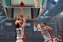 11.06.2011, Stechert Arena, Bamberg, GER, BBL, 3. Playoff Finale Brose Baskets Bamberg vs Alba Berlin, im Bild:.Miroslav Raduljica (Berlin #17) gg Casey Jacobsen (Bamberg #23) und Tibor Pleiß / Pleiss (Bamberg #21).EXPA Pictures © 2011, PhotoCredit: EXPA/ nph/  Will       ****** out of GER / SWE / CRO  / BEL ******
