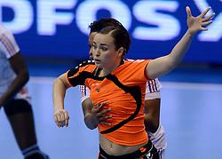 10-12-2013 HANDBAL: WERELD KAMPIOENSCHAP NEDERLAND - FRANKRIJK: BELGRADO <br /> 21st Women s Handball World Championship Belgrade, Nederland verliest met 23-19 van Frankrijk / Yvette Broch<br /> ©2013-WWW.FOTOHOOGENDOORN.NL