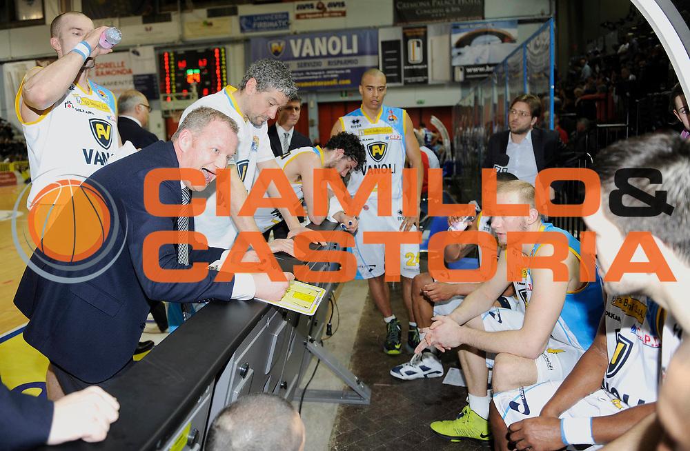 DESCRIZIONE : Cremona Lega A 2012-13 Vanoli Cremona Pallacanestro Cantu' <br /> GIOCATORE : Coach Luigi Gresta<br /> SQUADRA : Vanoli Cremona <br /> EVENTO : Campionato Lega A 2012-2013<br /> GARA :  Vanoli Cremona Pallacanestro Cantu' e<br /> DATA : 10/03/2013<br /> CATEGORIA : Coach TimeOut<br /> SPORT : Pallacanestro<br /> AUTORE : Agenzia Ciamillo-Castoria/A.Giberti<br /> Galleria : Lega Basket A 2012-2013<br /> Fotonotizia : Cremona Lega A 2012-13 Vanoli Cremona Pallacanestro Cantu' <br /> Predefinita :