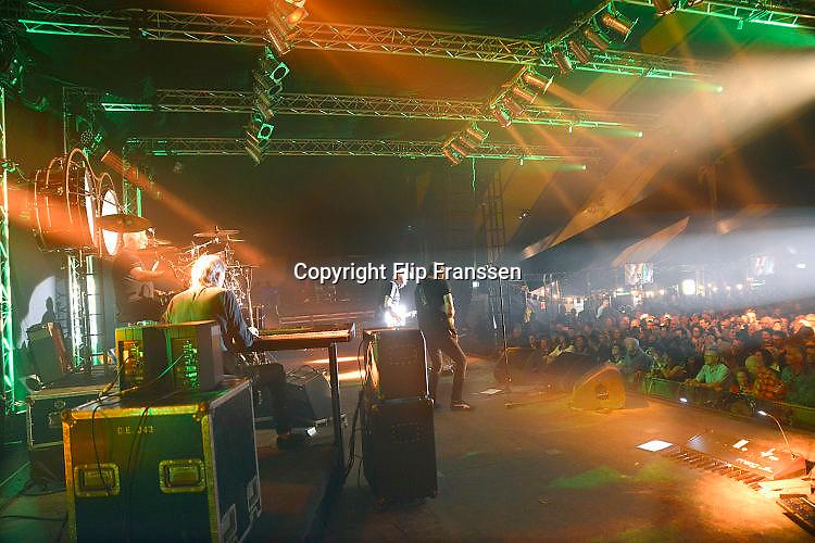 Nederland, Alphen, 7-4-2017Popgroep GoldenEarring treedt op in de feesttent tijdens het dorpsfeest pleinpop.Foto: Flip Franssen