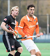 BLOEMENDAAL -  Glenn Schuurman (Bldaal) met links Klaas Vermeulen (A'dam)  . Hockey hoofdklasse heren, Bloemendaal-Amsterdam (2-0) . COPYRIGHT KOEN SUYK