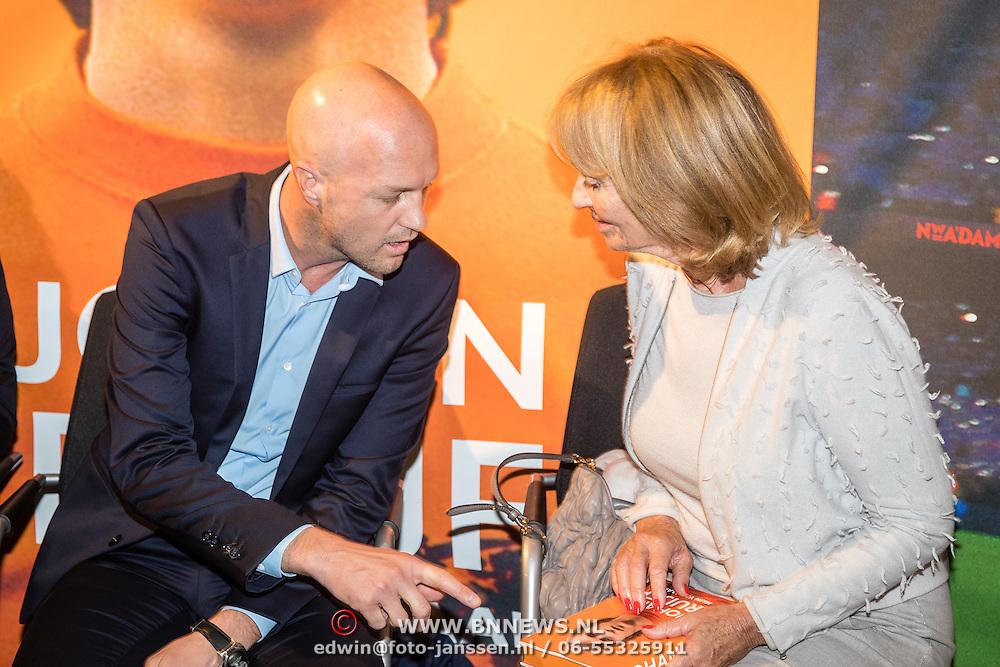 NLD/Amsterdam/20161007 - Presentatie biografie over het leven van oud voetballer Johan Cruijff, frank Rijkaard, vrouw Danny Cruijff - Coster en zoon Jordi