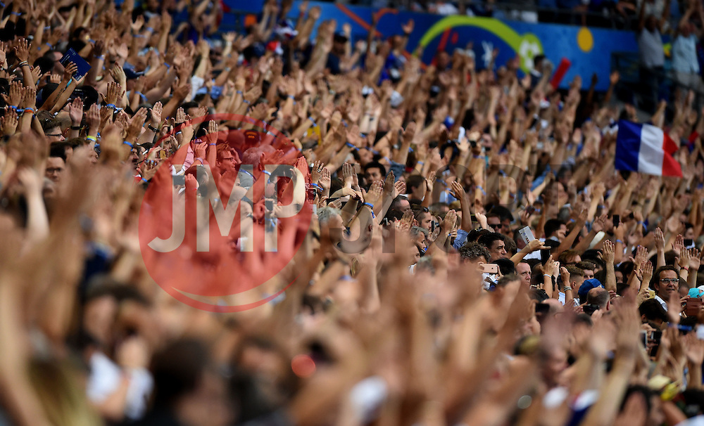 France fans perform the Iceland Thunderclap  - Mandatory by-line: Joe Meredith/JMP - 10/07/2016 - FOOTBALL - Stade de France - Saint-Denis, France - Portugal v France - UEFA European Championship Final