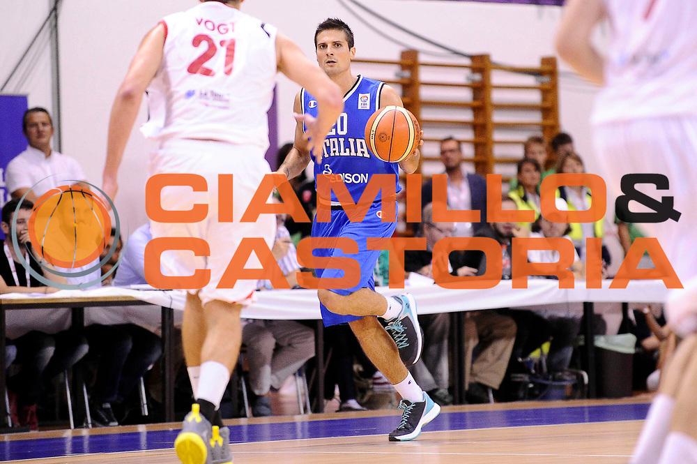 DESCRIZIONE : Bellinzona Qualificazione Eurobasket 2015 Qualifying Round Eurobasket 2015 Svizzera Italia Switzerland Italy<br /> GIOCATORE : Andrea Cinciarini<br /> CATEGORIA : Palleggio<br /> EVENTO : Bellinzona Qualificazione Eurobasket 2015 Qualifying Round Eurobasket 2015 Svizzera Italia Switzerland Italy<br /> GARA : Svizzera Italia Switzerland Italy<br /> DATA : 27/08/2014<br /> SPORT : Pallacanestro<br /> AUTORE : Agenzia Ciamillo-Castoria/Max.Ceretti<br /> Galleria: Fip Nazionali 2014<br /> Fotonotizia: Bellinzona Qualificazione Eurobasket 2015 Qualifying Round Eurobasket 2015 Svizzera Italia Switzerland Italy<br /> Predefinita :