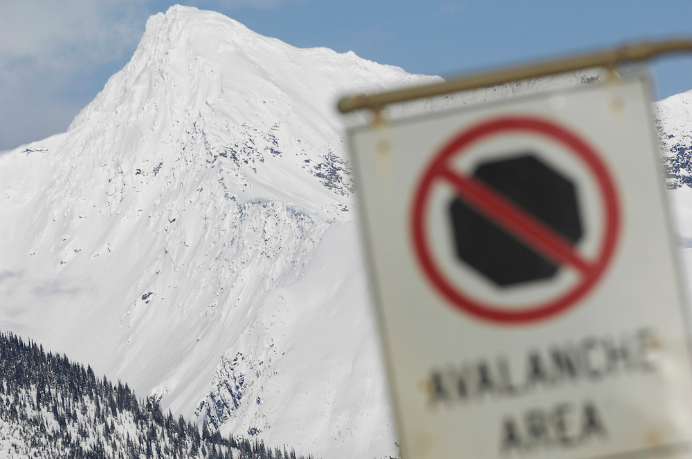 23/03/11 - An avalanche warning sign in the Rockies.  Photo by Daniel Hayduk
