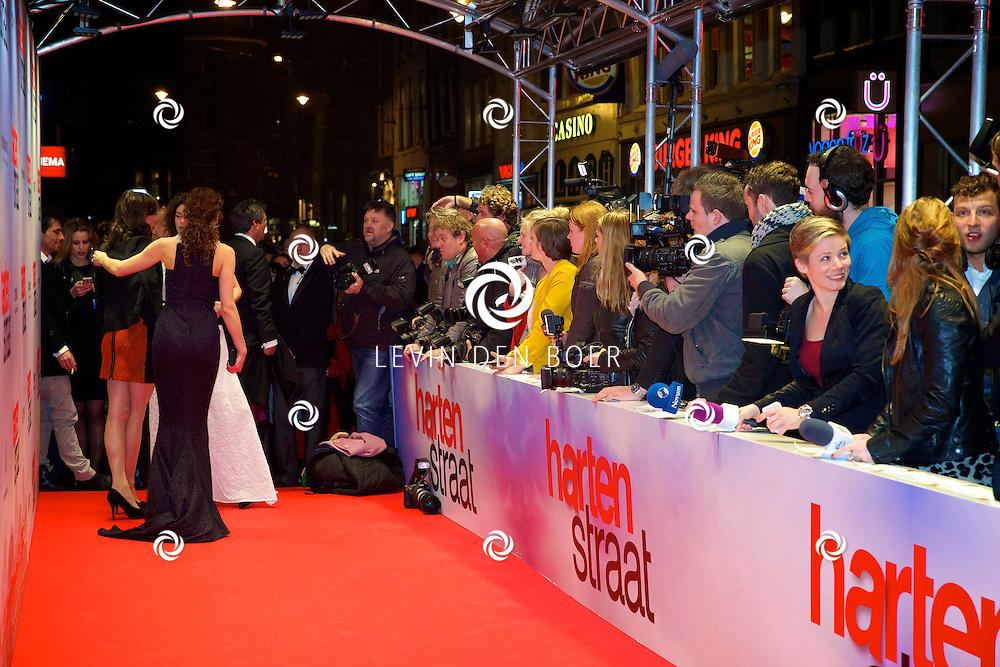 AMSTERDAM - In het Tuschinski theater is de nieuwe Nederlandse film 'Harten Straat' in premiere gegaan. Met op de rode loper de aanwezige Pers. FOTO LEVIN DEN BOER - PERSFOTO.NU