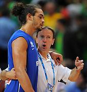 DESCRIZIONE : Vilnius Lithuania Lituania Eurobasket Men 2011 Second Round Lituania Francia Lithuania France<br /> GIOCATORE : Vincent Collet Joakim Noah<br /> CATEGORIA : coach<br /> SQUADRA : Francia France<br /> EVENTO : Eurobasket Men 2011<br /> GARA : Lituania Francia Lithuania France<br /> DATA : 09/09/2011<br /> SPORT : Pallacanestro <br /> AUTORE : Agenzia Ciamillo-Castoria/T.Wiendesohler<br /> Galleria : Eurobasket Men 2011<br /> Fotonotizia : Vilnius Lithuania Lituania Eurobasket Men 2011 Second Round Lituania Francia Lithuania France<br /> Predefinita :