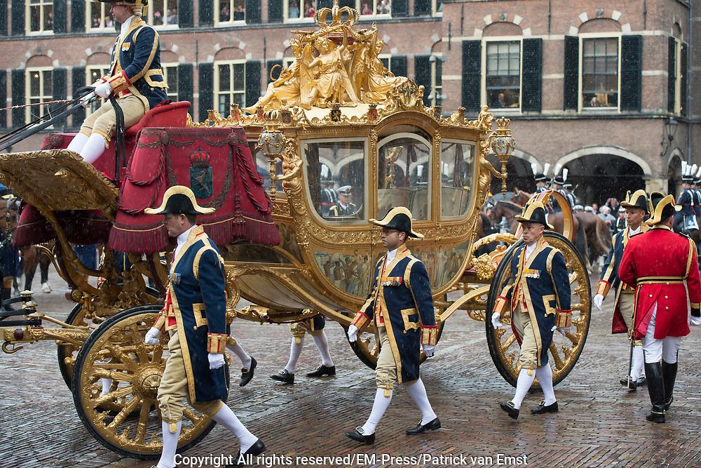 Prinsjesdag - Koninklijke familie in de Gouden Koets<br /> <br /> Budget Day - Royal family in the Golden Coach<br /> <br /> Op de foto / On the photo:  Gouden Koets / Golden Coach  Gouden Koets met de &quot; slavenillustratie &quot; // <br /> Golden Coach with the &quot;slaves illustration&quot;