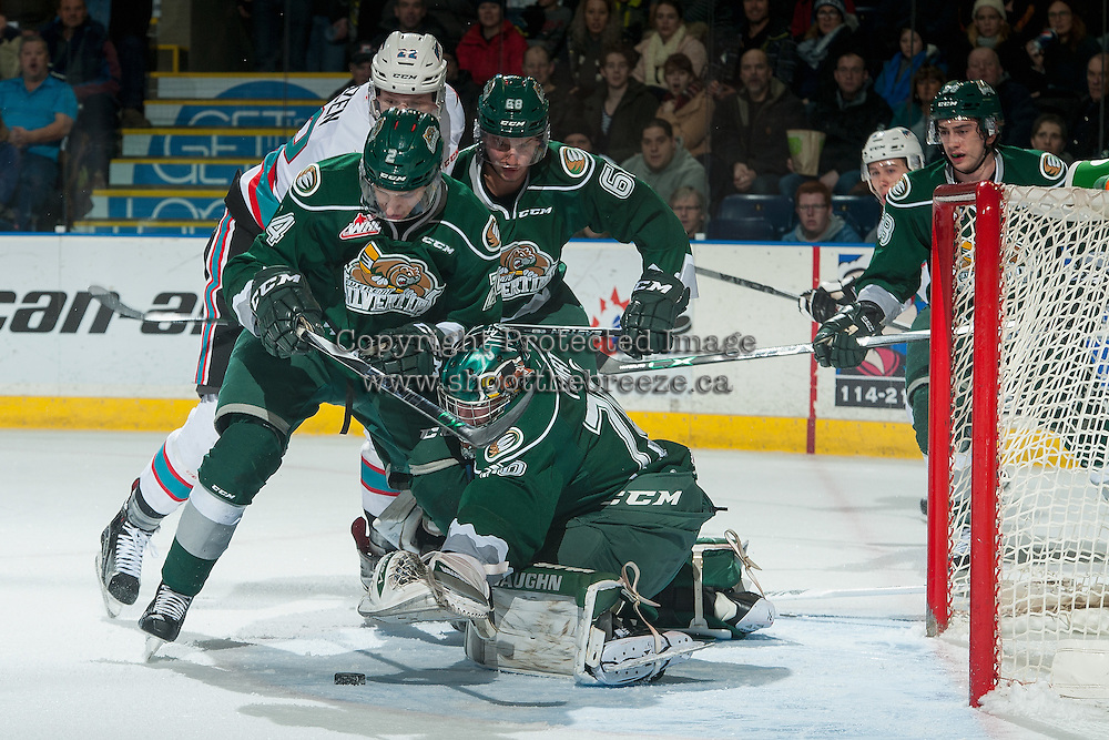 KELOWNA, CANADA - DECEMBER 30: Carter Hart #70 of Everett Silvertips makes a save against the Kelowna Rockets on December 30, 2015 at Prospera Place in Kelowna, British Columbia, Canada.  (Photo by Marissa Baecker/Shoot the Breeze)  *** Local Caption *** Carter Hart;