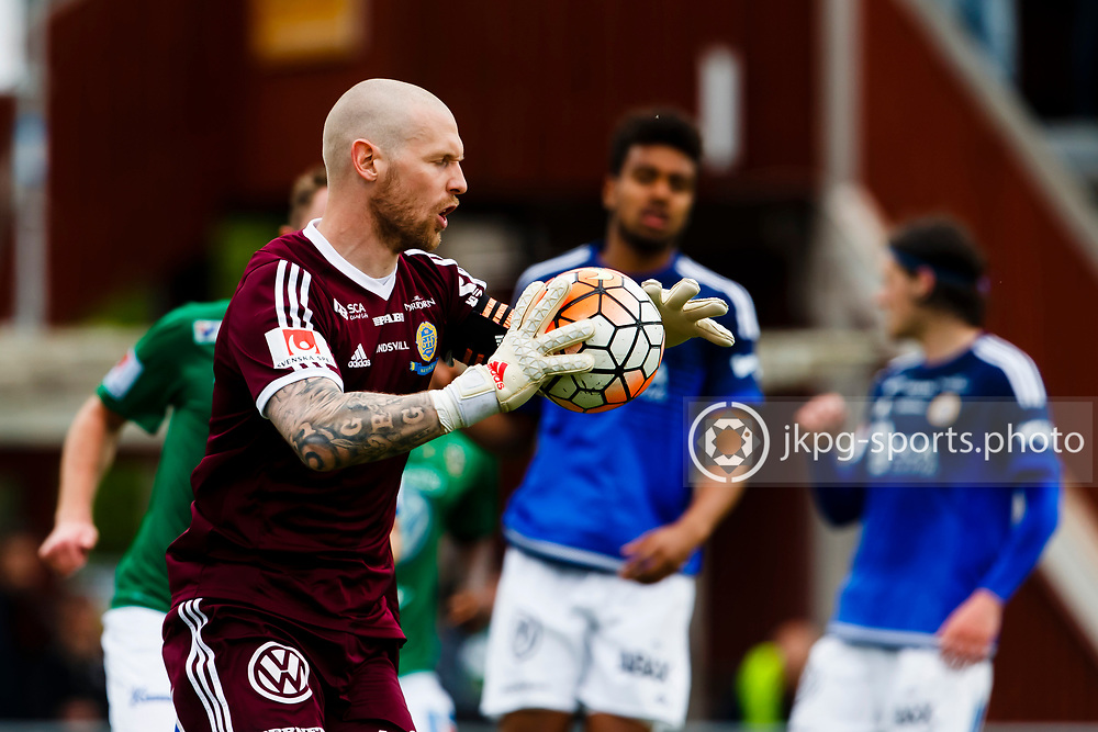 160528 Fotboll, Allsvenskan, J&ouml;nk&ouml;ping - Sundsvall<br /> M&aring;lvakt, (17) Tommy Naurin, GIF Sundsvall g&ouml;r en r&auml;ddning, single action.<br /> &copy; Daniel Malmberg/Jkpg Sports Photo
