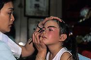 Hong Kong. Bun's festival on Cheng chau island. preparation of the team of Mr Teng (director of the school).   / preparation des enfants maquillage et costume (équipe de l'ecole teng). festival des petits pains . Ile de Cheng chau .    / R227/21    L3050  /  R00227  /  P0005639