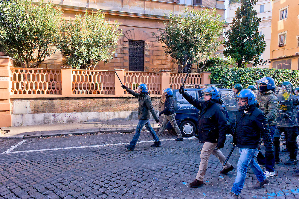 "Roma, 12 Dicembre  2014<br /> Sgomberato dalla polizia un edificio appena occupato dai movimenti di lotta per la casa in via Cesalpino. Lo spazio occupato  è un ""bene"" sequestrato alla 'ndrangheta  della  cosca di San Luca. La carica della polizia durante lo sgombero<br /> Rome, December 12, 2014<br /> Vacated by police a building occupied by the movements of struggle for the house in via Cesalpino. The space occupied had been seized at the 'Ndrangheta clan of San Luca. The charge of the police during the eviction"