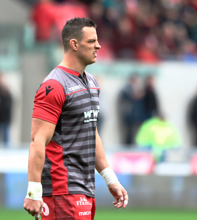 Scarlets' Aaron Shingler during the pre match warm up<br /> <br /> Photographer Simon King/Replay Images<br /> <br /> Guinness PRO14 Round 19 - Scarlets v Glasgow Warriors - Saturday 7th April 2018 - Parc Y Scarlets - Llanelli<br /> <br /> World Copyright © Replay Images . All rights reserved. info@replayimages.co.uk - http://replayimages.co.uk