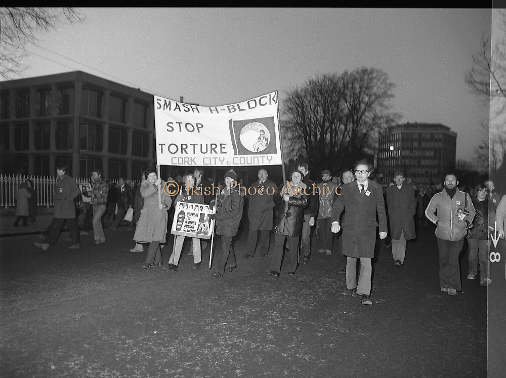 """H-Block Hunger-Strike Protest.   (M54)..1980..06.12.1980..12.06.1980..6th December 1980..In support of the prisioners on hunger strike in Northern Ireland a protest march was organised in Dublin. The march was to highlight the treatment of prisioners who wer on hunger strike and on the """"blanket"""" protest. Part of the prisioner demand was that they be treated as political prisioners and not as criminals or terrorists..Picture shows a group from Cork who had travelled to Dublin to take part in the H-Block protest."""
