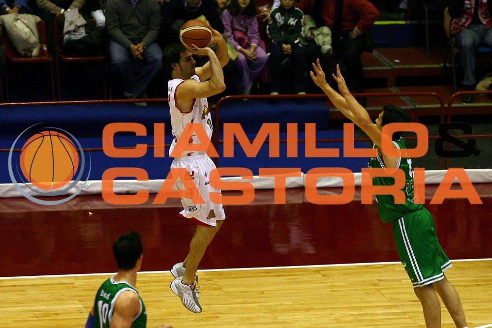 DESCRIZIONE : Milano Lega A1 2006-07 Armani Jeans Milano Benetton Treviso<br /> GIOCATORE : Calabria<br /> SQUADRA : Benetton Treviso<br /> EVENTO : Campionato Lega A1 2006-2007<br /> GARA : Armani Jeans Milano Benetton Treviso<br /> DATA : 10/12/2006<br /> CATEGORIA : Tiro<br /> SPORT : Pallacanestro<br /> AUTORE : Agenzia Ciamillo-Castoria/L.Lussoso