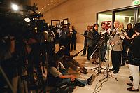 26 AUG 1999, BERLIN/GERMANY:<br /> Peter Struck, SPD Fraktionsvorsitzender, gibt vor Journalisten ein Statement zur 1. Fraktionssitzung nach der Sommerpause im Reichstag <br /> IMAGE: 19990826-02/03-24<br /> KEYWORDS: Journalist, Microphone, Mikrofon