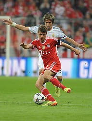 29.04.2014, Allianz Arena, Muenchen, GER, UEFA CL, FC Bayern Muenchen vs Real Madrid, Halbfinale, Ruckspiel, im Bild Thomas Mueller (FC Bayern Muenchen) vor Fabio Coentrao (Real Madrid) // during the UEFA Champions League Round of 4, 2nd Leg Match between FC Bayern Munich vs Real Madrid at the Allianz Arena in Muenchen, Germany on 2014/04/30. EXPA Pictures © 2014, PhotoCredit: EXPA/ Eibner-Pressefoto/ Stuetzle<br /> <br /> *****ATTENTION - OUT of GER*****