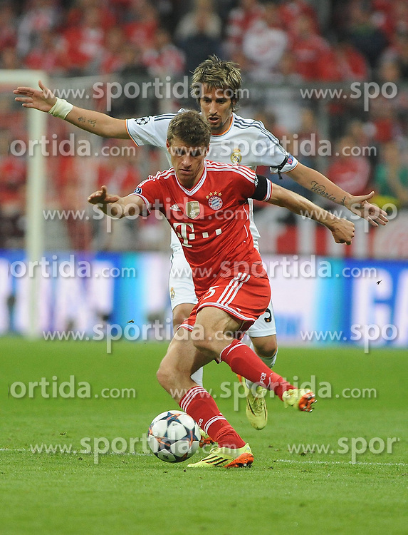 29.04.2014, Allianz Arena, Muenchen, GER, UEFA CL, FC Bayern Muenchen vs Real Madrid, Halbfinale, Ruckspiel, im Bild Thomas Mueller (FC Bayern Muenchen) vor Fabio Coentrao (Real Madrid) // during the UEFA Champions League Round of 4, 2nd Leg Match between FC Bayern Munich vs Real Madrid at the Allianz Arena in Muenchen, Germany on 2014/04/30. EXPA Pictures &copy; 2014, PhotoCredit: EXPA/ Eibner-Pressefoto/ Stuetzle<br /> <br /> *****ATTENTION - OUT of GER*****