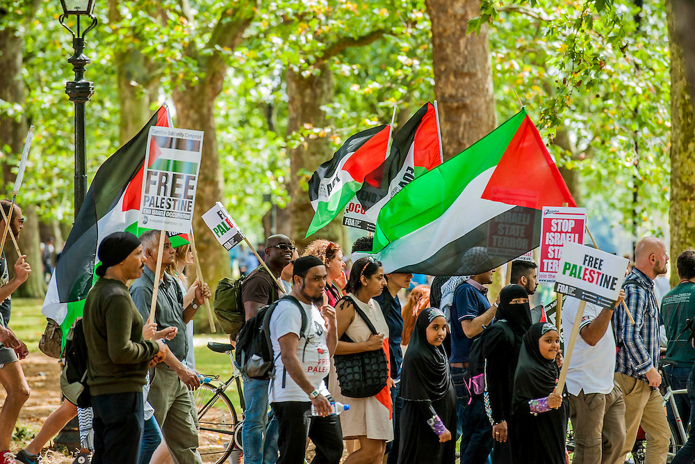 "Entering Hyde Park. Stop the 'massacre' in Gaza protest. A demonstration called by the Palestine Solidarity Campaign (PSC). They assembled at the BBC offices in Regent Street and marched to The US Embassy and on to a rally in Hyde Park (here). They called for ""Israel's bombing and killing to stop now and for David Cameron to stop supporting Israeli war crimes"". London, 09 Aug 2014. Guy Bell, 07771 786236, guy@gbphotos.com"