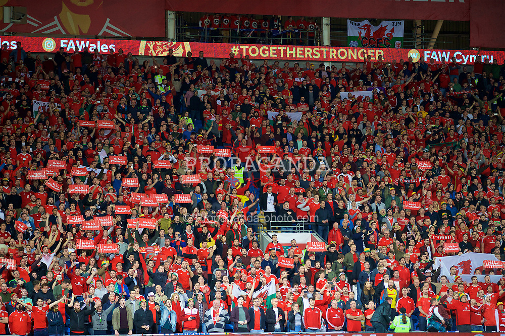 CARDIFF, WALES - Monday, October 9, 2017: Wales supporters sing the national anthem before the 2018 FIFA World Cup Qualifying Group D match between Wales and Republic of Ireland at the Cardiff City Stadium. (Pic by David Rawcliffe/Propaganda)