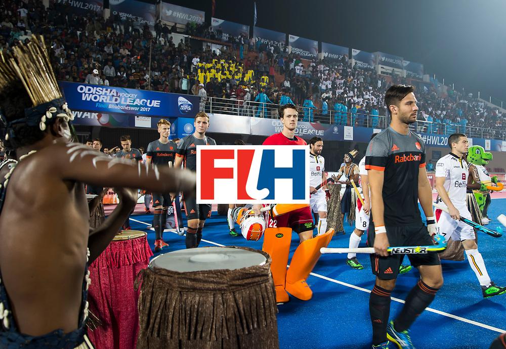 BHUBANESWAR - oa Martijn Havenga (Ned), keeper Sam van der Ven (Ned) Floris Wortelboer (Ned)  betreden het veld   voor de Hockey World League Final wedstrijd Belgie-Nederland (3-0).   COPYRIGHT KOEN SUYK