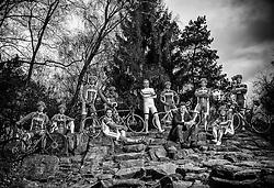 08-04-2016 NED: Challenge Diabetes on Tour, Arnhem<br /> Vandaag was de presentatie van de ploeg dat de roze trui in Milaan gaat ophalen. Op maandag 25 april 2016 vertrekken ze met een team bestaande uit mensen met diabetes en een begeleidingsteam naar Milaan. Na het overhandigen van de roze trui fietsen ze van 26 april t/m 3 mei in 8 dagen 1.190 km van Milaan naar Gelderland om daar op 4 en 5 mei 2016 een promotietour met de roze trui door de provincie te maken. Op 5 mei 2016 wordt de roze trui, vlak voor de ploegenpresentatie op het Marktplein in Apeldoorn, overhandigd aan de provincie. (L-R)  Bas, Gerard, Lois, Jeroen, Maarten, Reinoud, Bas vd G, Susanne, Patrick, Fleur en Lex