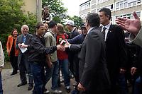 12 MAY 2004, LUDWIGSFELDE/GERMANY:<br /> Gerhard Schroeder, SPD, Bundeskanzler, schuettelt Schuelern die Hand, waehrend einem spontanen Rundgang ueber den Schulhof, Besuch der Gesamtschule Ludwigsfelde<br /> Gerhard Schroeder, Federal Chancellor, is visiting a school near Berlin<br /> IMAGE: 20040512-02-014<br /> KEYWORDS: Gerhard Schröder, Schule, Schüler, pupil, pupils