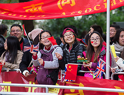 © London News Pictures 20/10/2015. Huge crowds gather along the Mall to support The President of The People's Republic of China.<br /> <br /> More than 1,100 soldiers and 230 horses joined HM The Queen, HRH The Duke of Edinburgh, The Duke and Duchess of Cornwall, the Prime Minister, Senior members of the Cabinet, the Lord Mayor of London, the Mayor of London, and the Defence Chiefs of Staff for the ceremonial welcome to Britain of The President of The People's Republic of China and Madame Peng Liyuan . Photo credit: Rupert Frere/LNP
