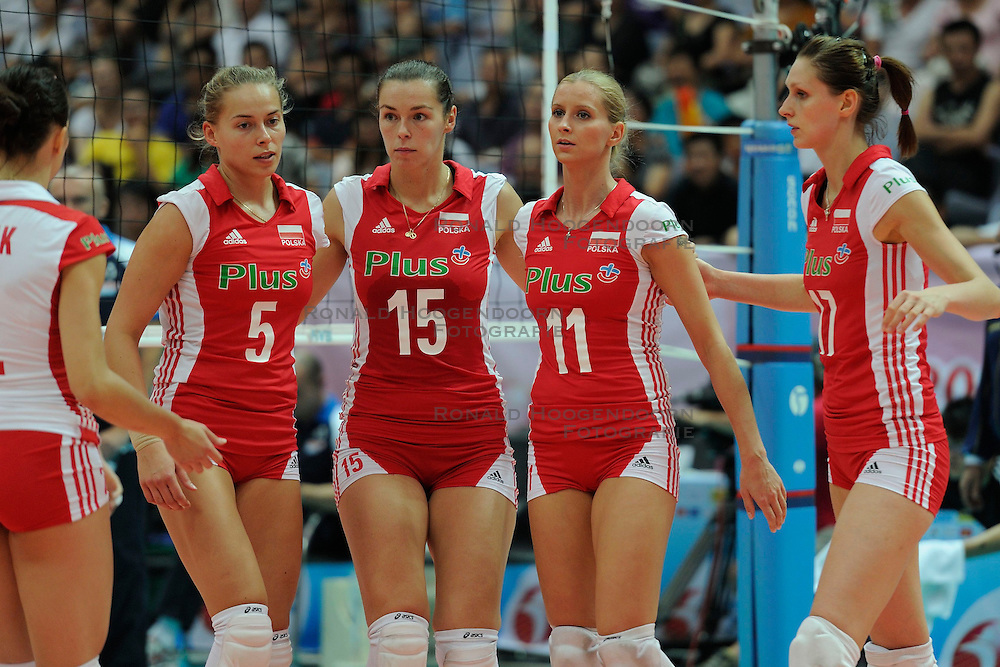 29-08-2010 VOLLEYBAL: WGP FINAL ITALY - POLAND: BEILUN NINGBO<br /> Poland lost with 3-1 from Italy / Katarzyna Skorupa, Katarzyna Gajgal and Anna Baranska<br /> &copy;2010-WWW.FOTOHOOGENDOORN.NL