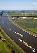 Nederland, Zeeland, Kreekrak, 12-06-2009; Binnenvaartschip en containerschip op de Schelde-Rijnverbinding, kanaal tussen Oosterschelde (aan de horizon) en Westerschelde / haven van Antwerpen.Swart collectie, luchtfoto (25 procent toeslag); Swart Collection, aerial photo (additional fee required).foto Siebe Swart / photo Siebe Swart