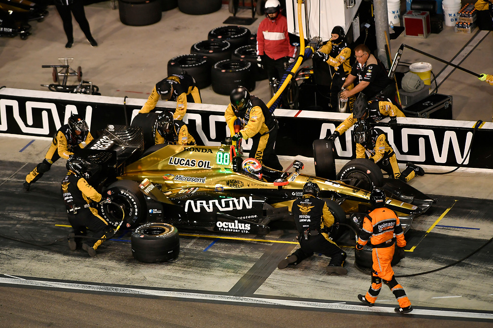 Verizon IndyCar Series<br /> Desert Diamond West Valley Phoenix Grand Prix<br /> Phoenix Raceway, Avondale, AZ USA<br /> Saturday 29 April 2017<br /> James Hinchcliffe, Schmidt Peterson Motorsports Honda pit stop<br /> World Copyright: Scott R LePage<br /> LAT Images<br /> ref: Digital Image lepage-170429-phx-4015