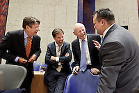 Nederland. Den Haag, 27 oktober 2010.<br /> De Tweede Kamer debatteert over de regeringsverklaring van het kabinet Rutte.<br /> Verhagen, Rutte, Rosenthal en de Jager lachen in vak K. Coalitie, <br /> Kabinet Rutte, regeringsverklaring, tweede kamer, politiek, democratie. regeerakkoord, gedoogsteun, minderheidskabinet, eerste kabinet Rutte, Rutte1, Rutte I, debat, parlement<br /> Foto Martijn Beekman