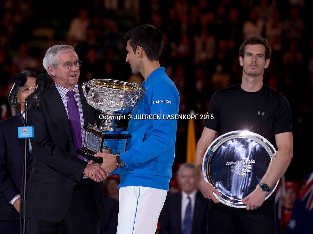 Roy Emerson (AUS),Novak Djokovic (SRB),Andy Murray (GBR),Siegerehrung,Pokal,<br />